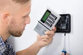 Guide des prix pour la réparation d'un système d'alarme - IZI by EDF